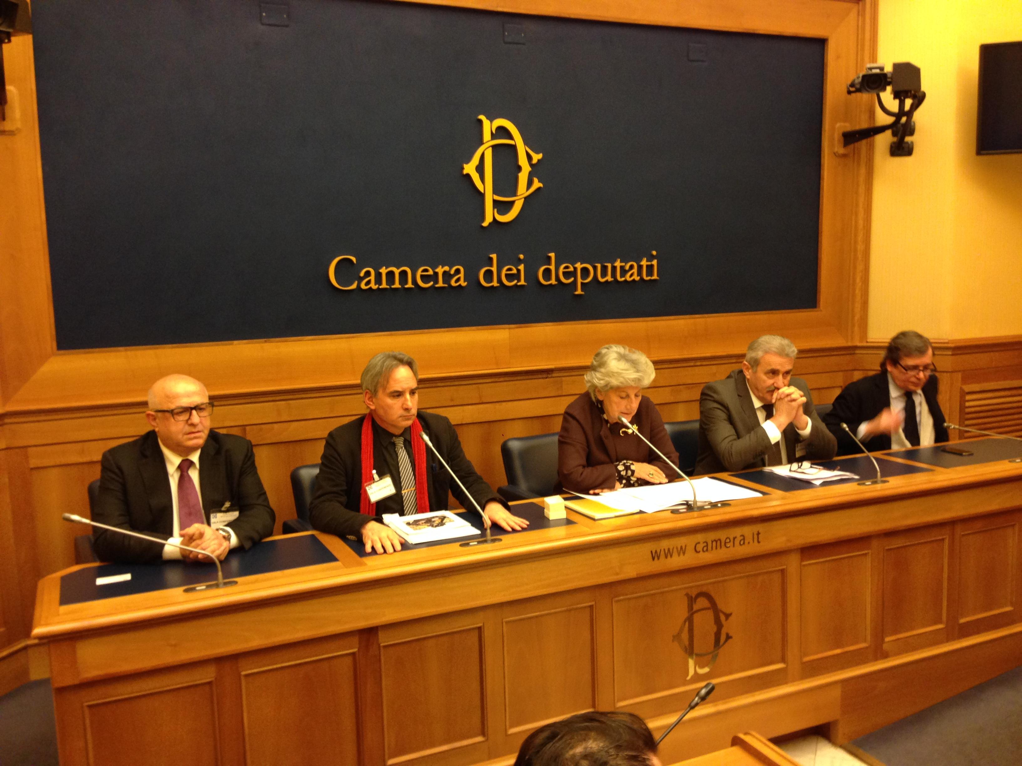 Plauto al centro di una conferenza stampa alla camera dei for Rassegna stampa camera deputati